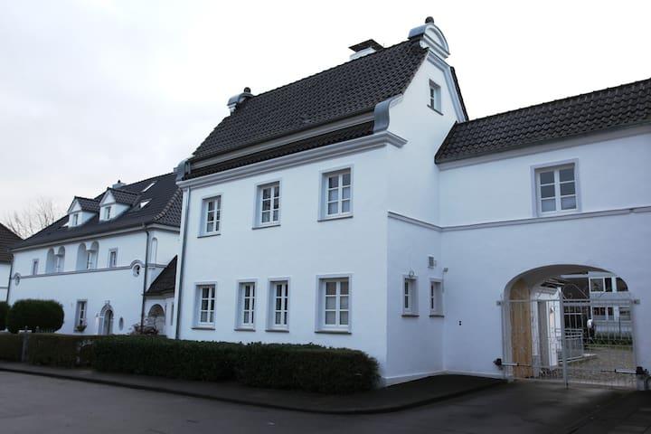 Villa Waschhaus - Monheim am Rhein - Casa de camp