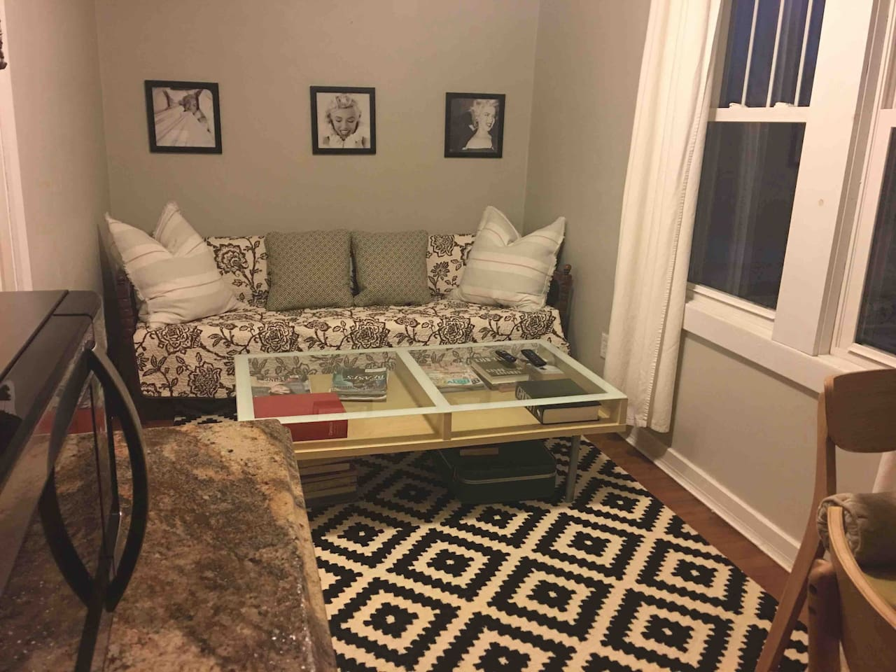 Super cozy little room with everything you need to relax. Daybed sofa, pub table and small kitchenette with a coffeepot, microwave and mini fridge. Has a warm eclectic feel.