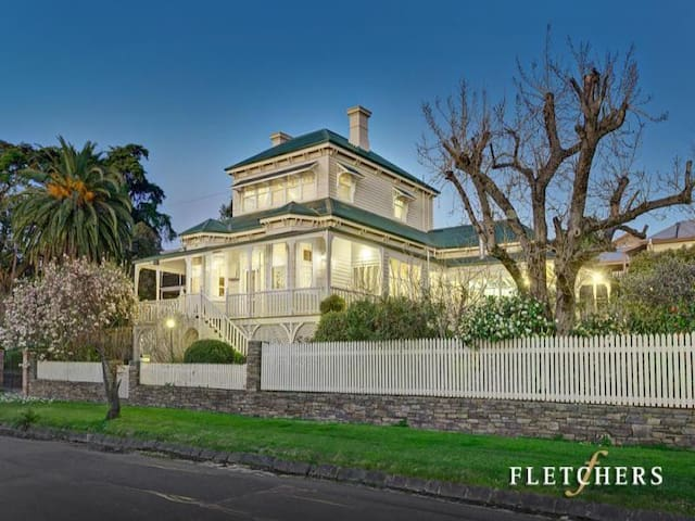 Cherbury - lavish and original (1) - Lilydale