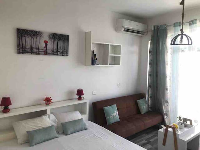 Charming Small Studio, 30 meters from the  beach