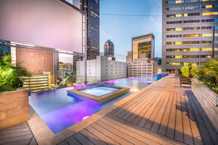 Luxury 2BR apartment in Downtown Dallas