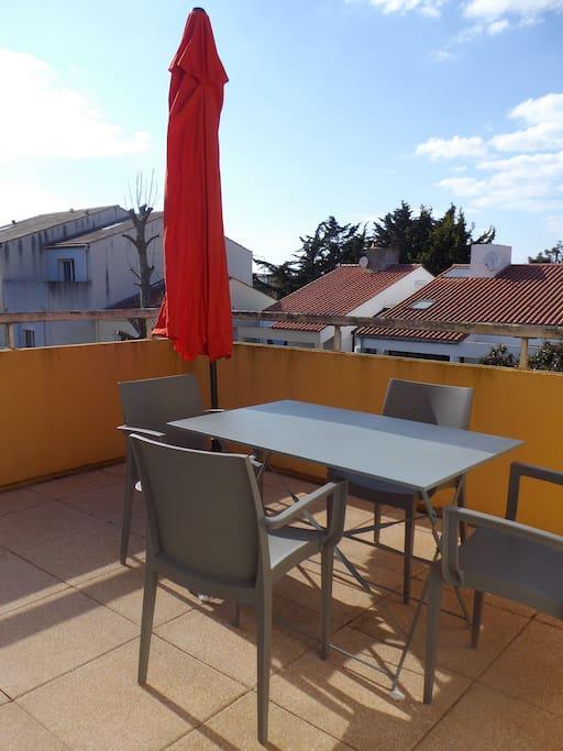 super studio 30m2 avec terrasse au port olona condominiums for rent in les sables d 39 olonne. Black Bedroom Furniture Sets. Home Design Ideas