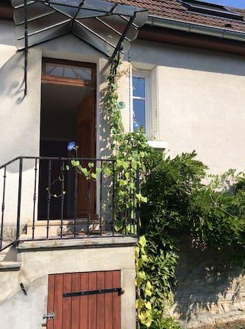 Petite maison avec jardin à Lons - Lons-le-Saunier - Talo