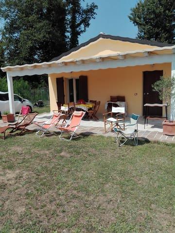 Casa Bellino con vista sui monti Sibillini.