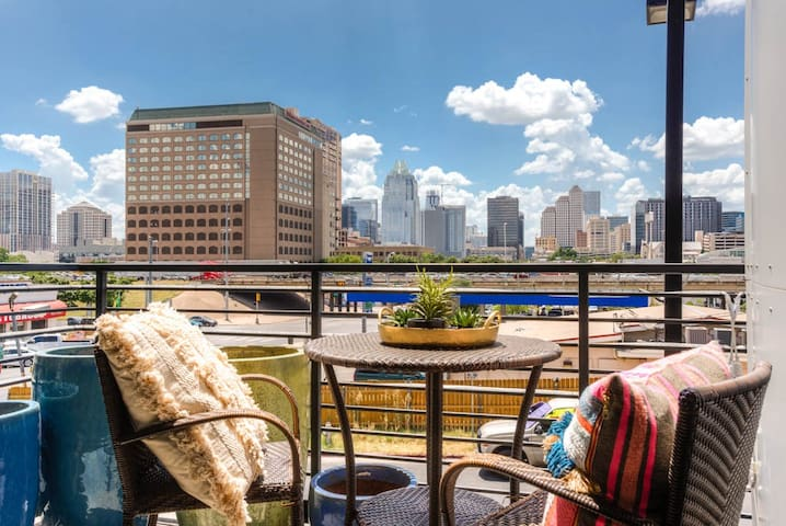 █ Skyline Townhome+Rooftop | Downtown| 6th Street!