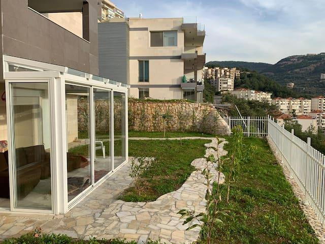 Rabweh home with incredible garden view