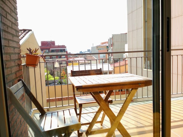 Terrassa Sunny Apartment by the Vallparadis Park