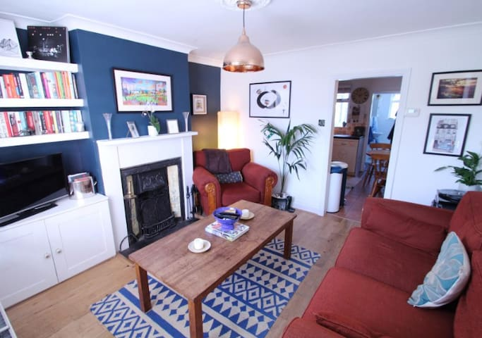 Two Bedroom Chiltern Cottage in Beautiful Wendover