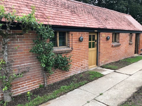 2 Bedroom Cottage in the Orchard of Manor House