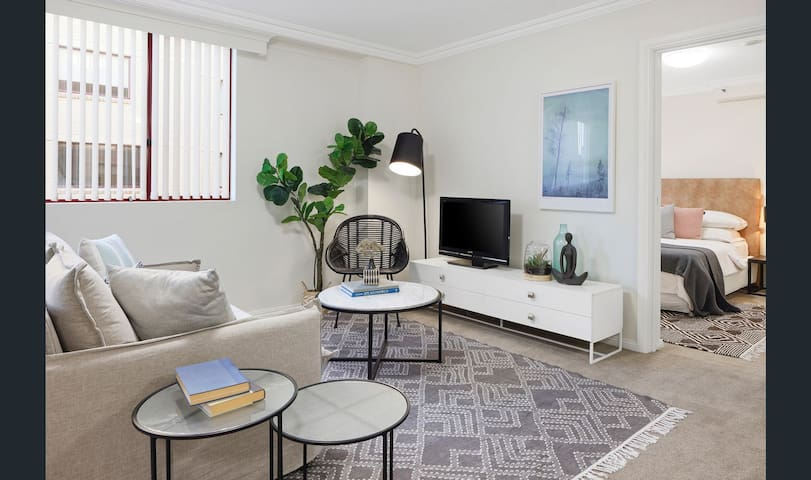 Bright & Spacious Downtown Sydney 2 Bedroom Suite!