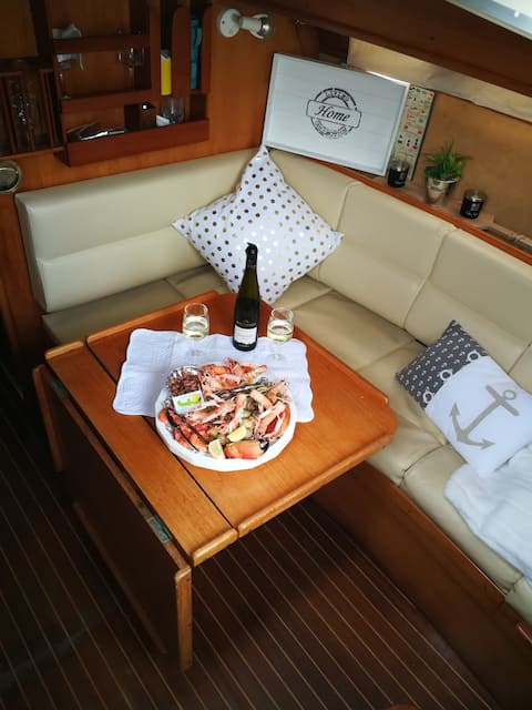 Sailboat dreams of utopia
