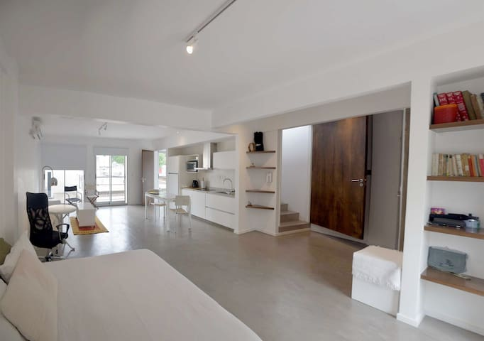 Lovely spacious and bright studio, near center