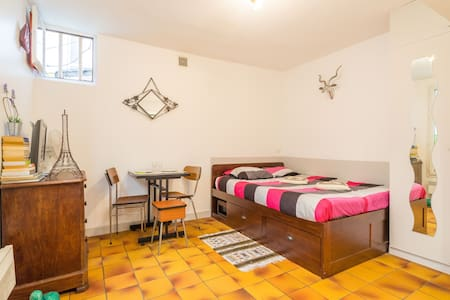 Canal St Martin real bed wc & Wifi - Apartment