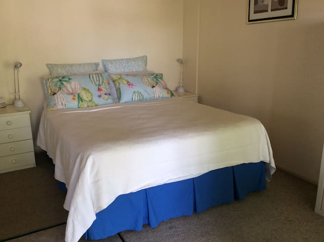 Tuncurry Cottage Close to Ocean and Lake.