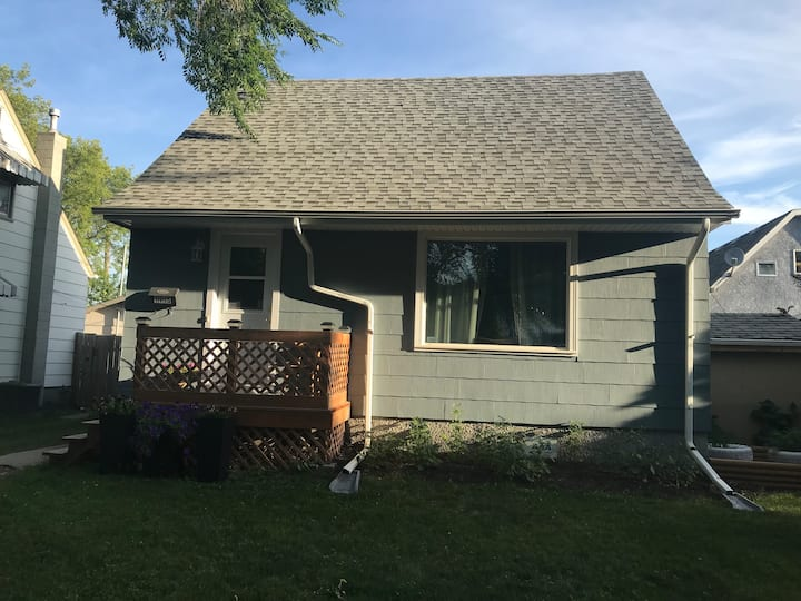 Lovely Family Home In Great Neighbourhood!