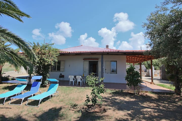 Cosy Holiday Home in Ricadi near Sea