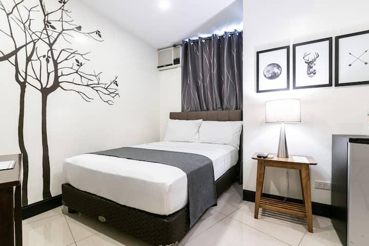 Modern Studio at Artemis Place Makati Hotel