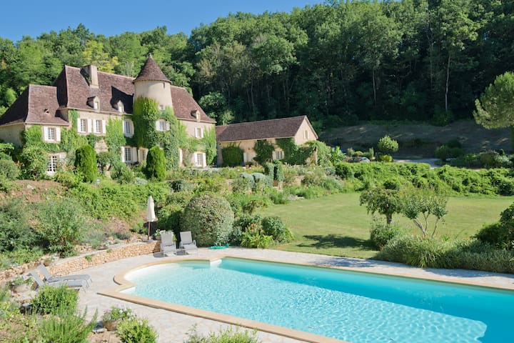 Château Queynac - Available Chef, Long Lets Avail