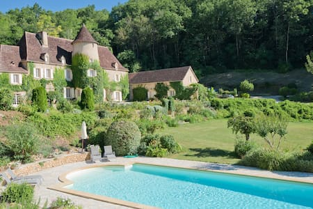 Château Queynac, Dordogne with Available Chef