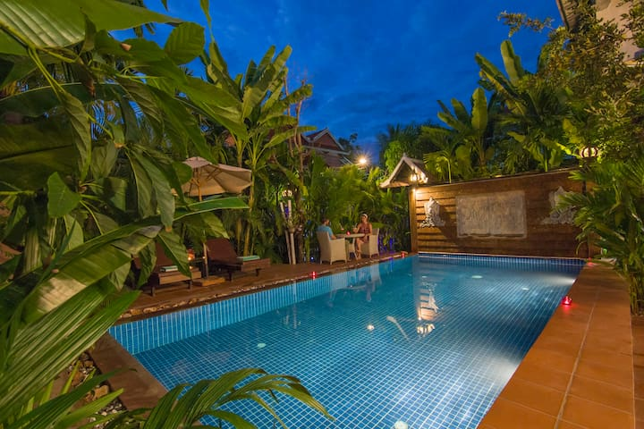 Deluce Double Room With Pick up and Breakfast - Krong Siem Reap - Butikhotel