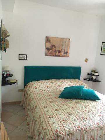 Casa con giardino. Flat with garden - Camigliatello Silano - บ้าน