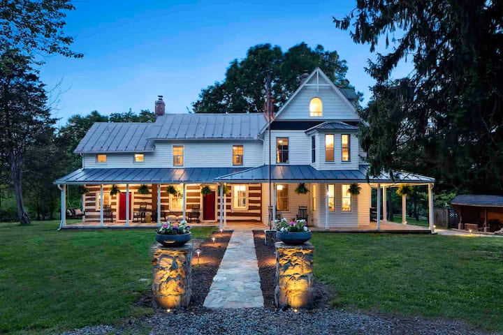 Historic Luxury Farmhouse w/ Outdoor Entertaining