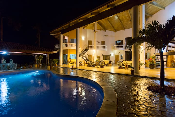 Luxury Villa Vista De Oro