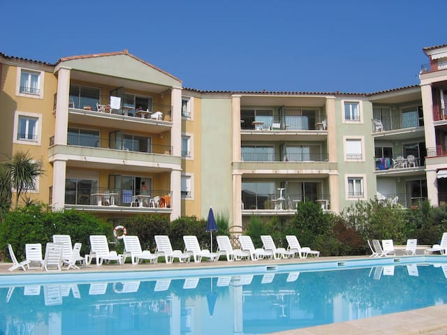 150 m from Beach | Sleeps 6 - Kitchenette & Balcony  | Pool + Gym