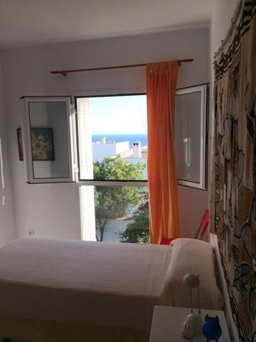 Dormitorio (vista al mar)