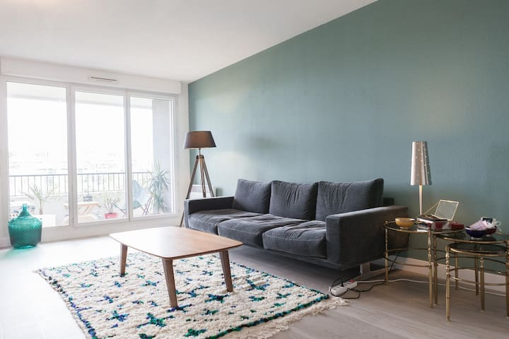 Bright and spacious apartment with a nice balcony