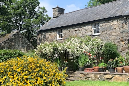 Spacious, 18th century farmhouse near Snowdon