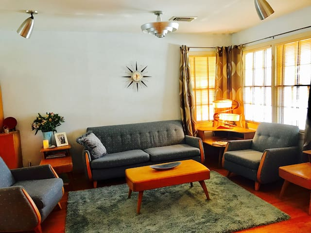 1950's Themed Bungalow in the Historic Heights