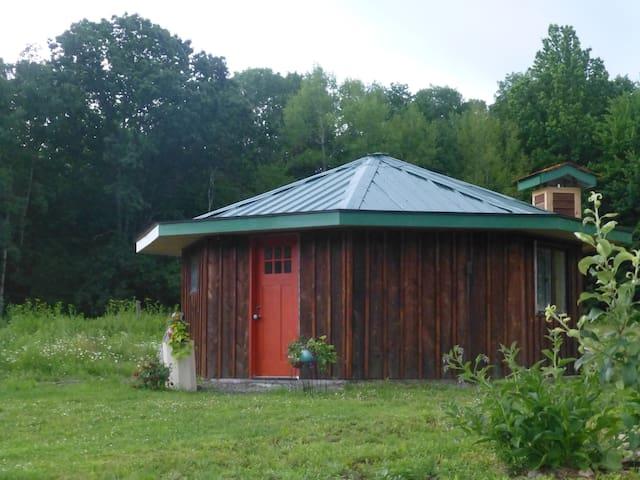 Artful Tiny House Nature Retreat