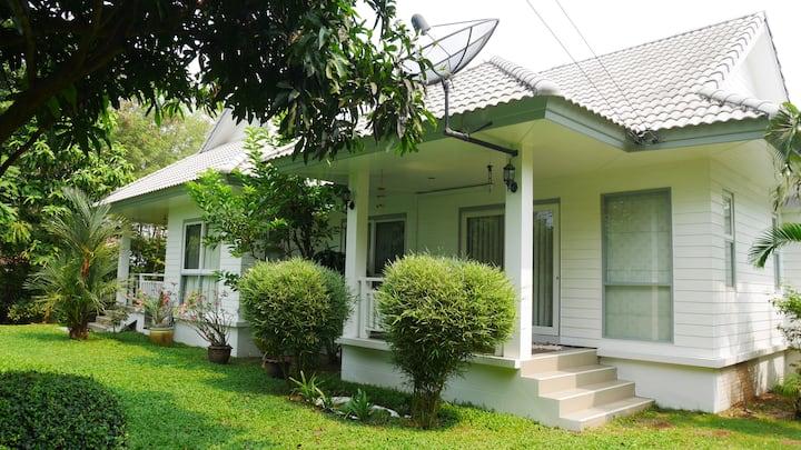 บ้านน้ำเรือนศิลป์ (Baan-Nam-Ruen-Silp)