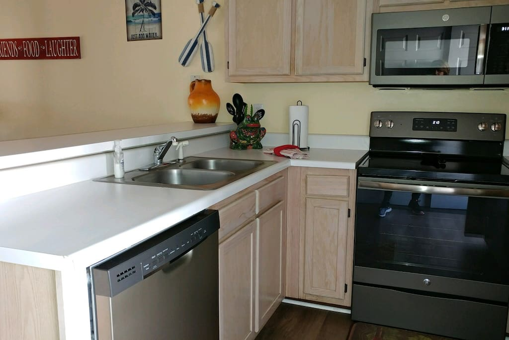 All new stainless appliances