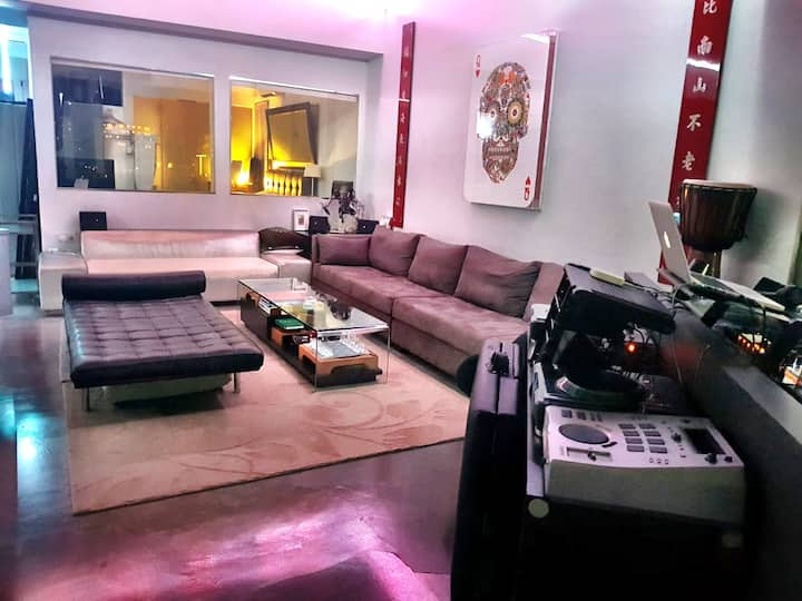 #1 Huge Loft like apt w/DJ studio & amazing views