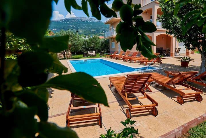 Villa Lucija with pool near Trogir