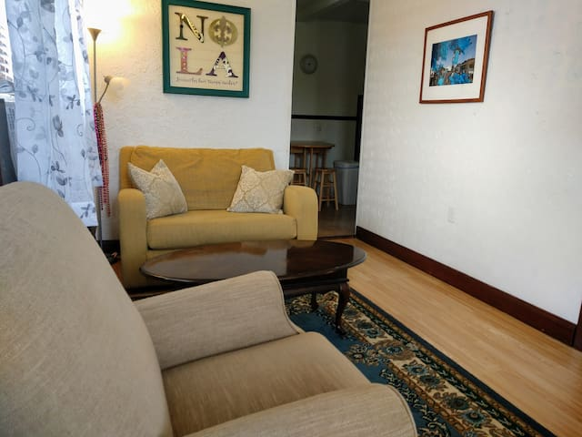 Cozy apartment 10 mins from downtown New Orleans