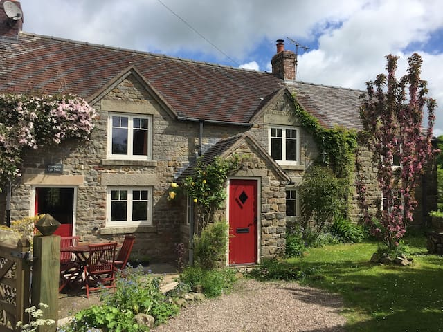 Cosy Country Peak District Cottage