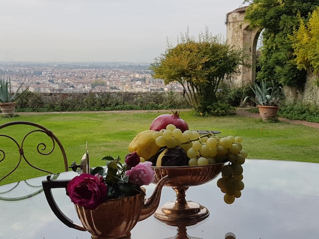Florence historic center charming villa XVI cent