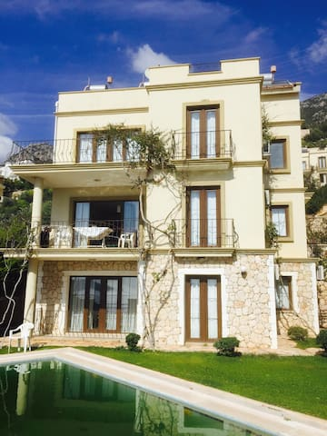 Self contained 2-bed flat with pool - Kalkan