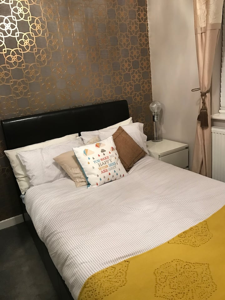 Lovely double bedroom.. beautifully furnished