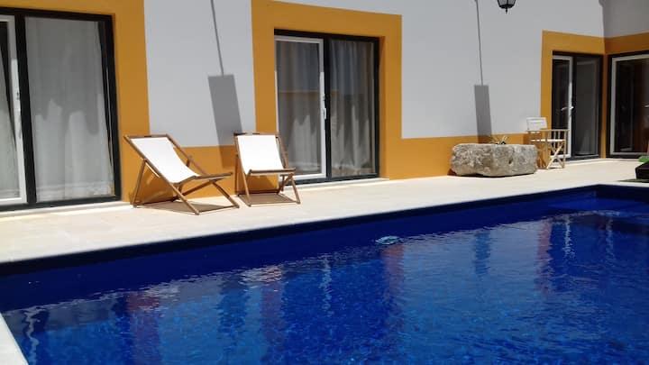 Praia e piscina em Sesimbra para 12