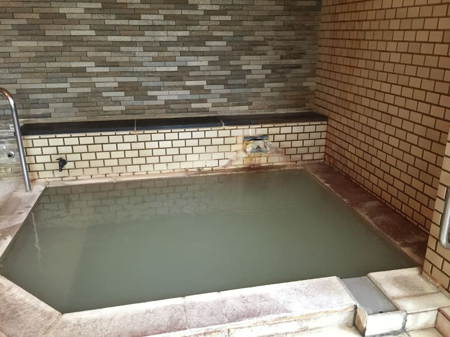 Hot spring bathroom is available from 15:00 to 10:00