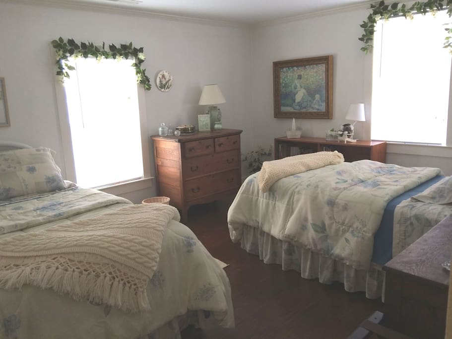 twin beds in 2nd BR