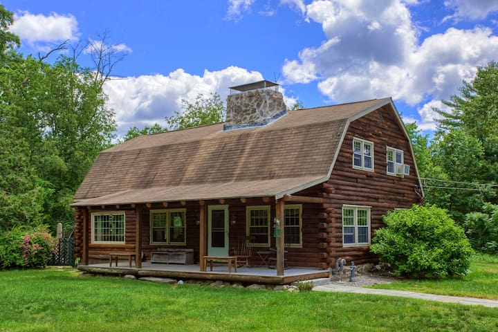 Cozy but large log home on a private 1 acre lot