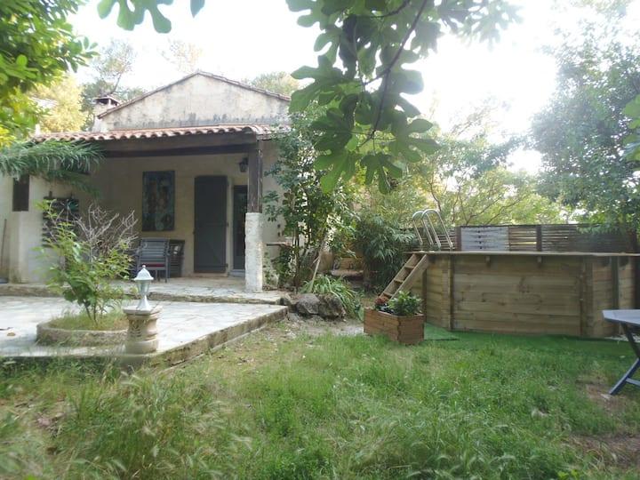 Petite maison et picine privée pour 5 personne