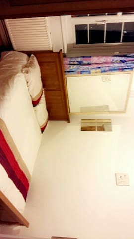 Spacious Double room 8 mins away from city.. - Londra - Bed & Breakfast