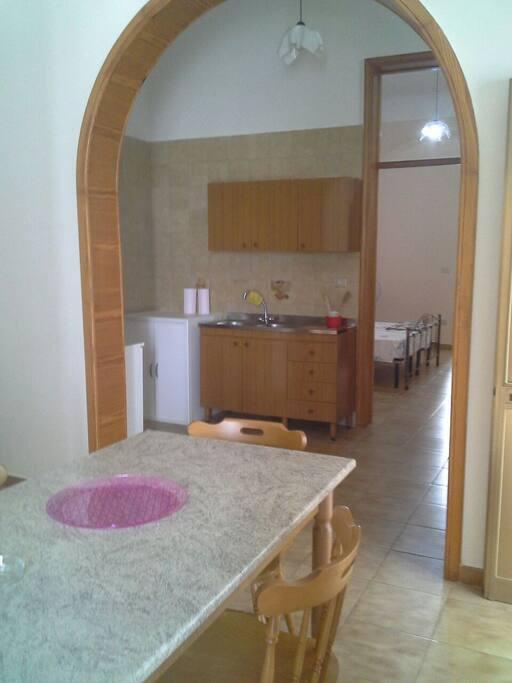 cucina e parte sala pranzo