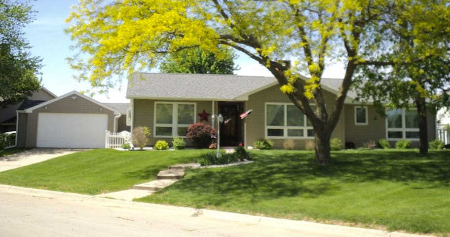 3 Bedroom Ranch in Beautiful Grinnell Neighborhood